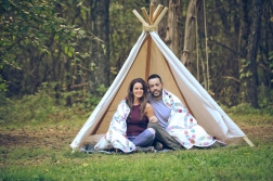 outdoor-lumberjack-couples-photo-shoot-at-heritage-ranch-nelson-table-for-two-4